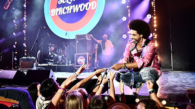 Selwyn Birchwood and his blues band win Audience Choice Award at Koktebel Jazz Party