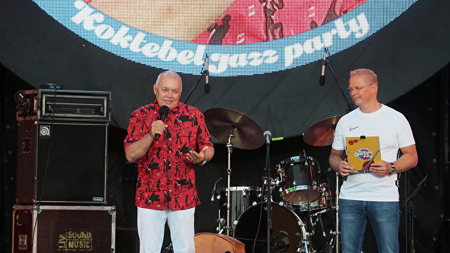 Dmitry Kiselev thanks Koktebel Jazz Party organizers